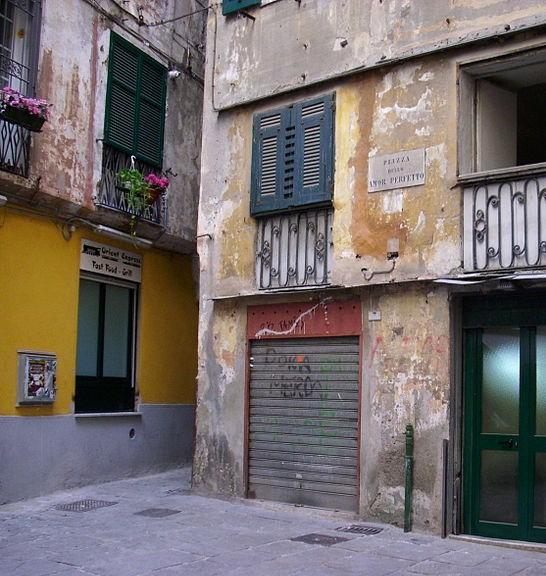 800px-Piazza_dell'Amor_Perfetto_01