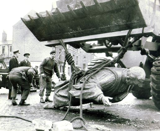 hanna-statue-down[1]