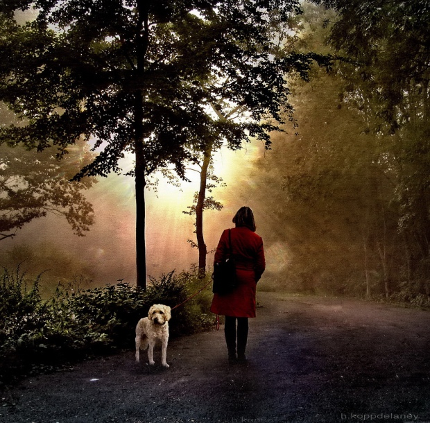 waiting_woman_with_dog[1]
